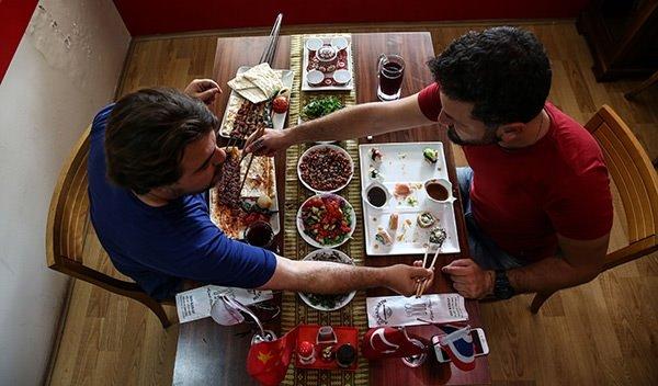 Şalgamla suşi yeşil çayla Adana kebap