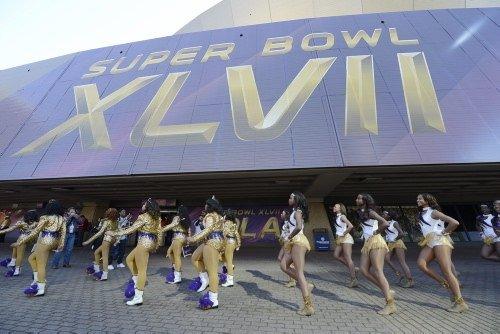 Super Bowl finali nefesleri kesti