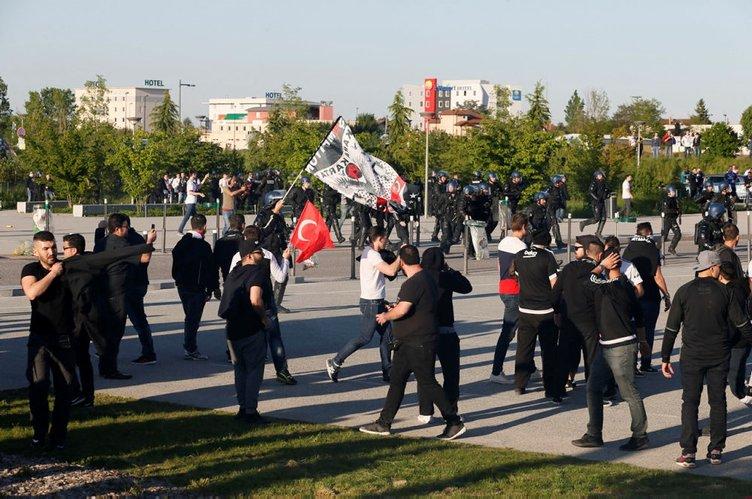 Fransız polisi Beşiktaşlı taraftarlara saldırdı
