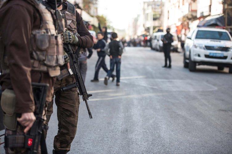 300 polisle PKK'ya operasyon düzenlendi