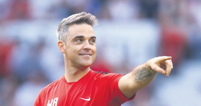 Robbie Williams'tan çene estetiği itirafı