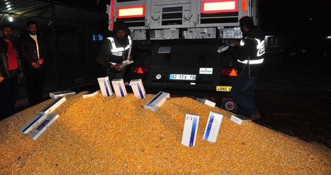 Mısır yüklü kamyondan, kaçak sigara çıktı