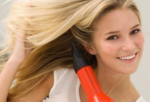 Saçların kururken elektriklenmemesi mümkün