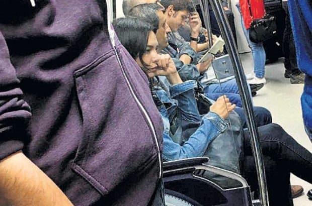 Hande Ataizi VİP minibüsünü sattı