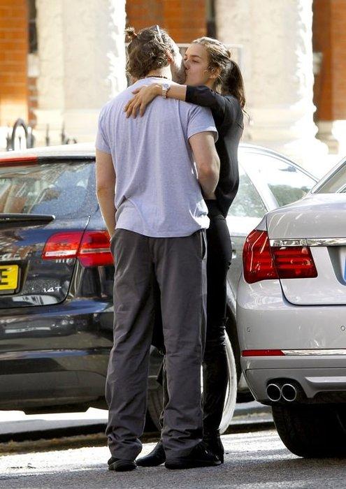 Irina Shayk ve Bradley Cooper yine öpüşürken yakalandı