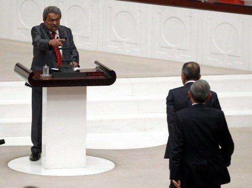 Meclis'te Kamer Genç kavgası