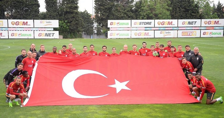 Futbol camiası 19 Mayıs'ı kutladı