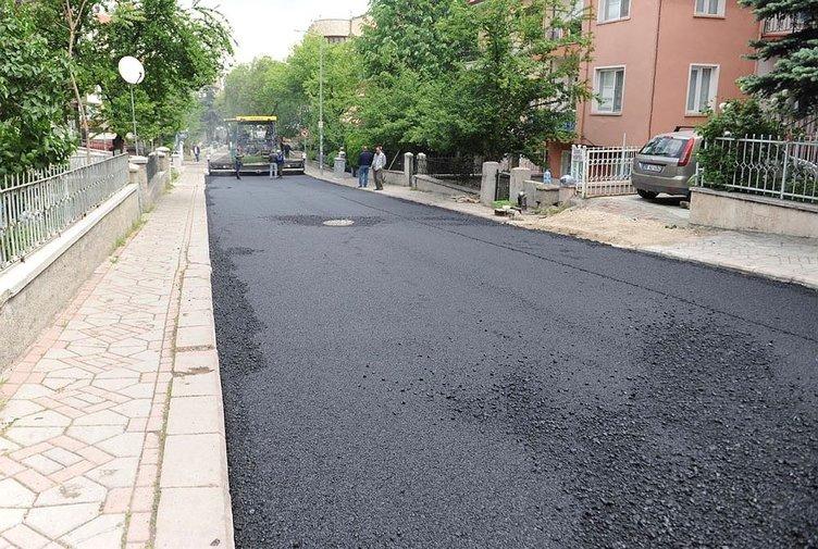 Yola asfalt döken işçi ölümden döndü