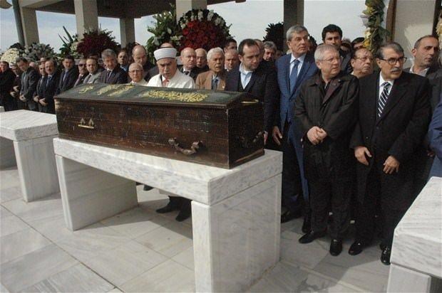 Mehmet Ağar kardeşini son yolculuğuna uğurladı