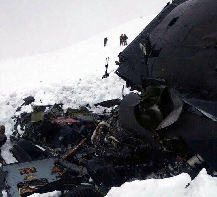 Tunceli'de Pülümür'de helikopter düştü