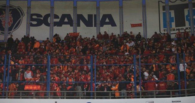 Galatasaray tribünlerinden şok yorum: Ne Cavanda'sı!