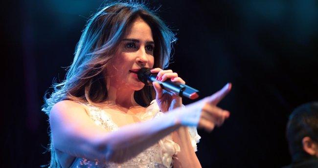 Aynur Aydın ve Seda Sayan'dan muhteşem konser