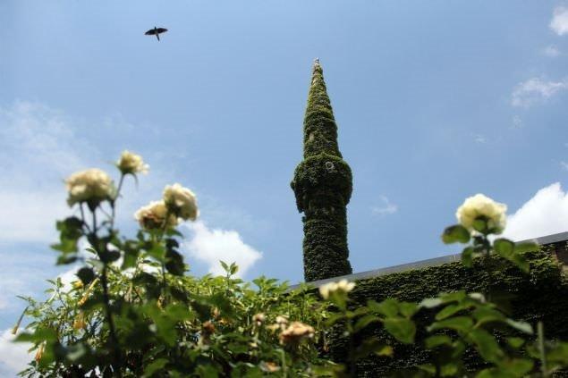 Görenleri büyülüyen cami