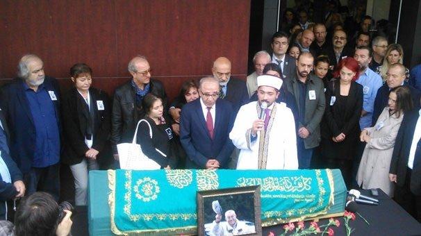 Gazeteci Çetin Altan toprağa veriliyor