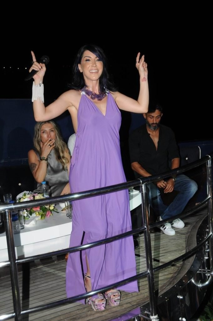Hande Yener artık Miamili