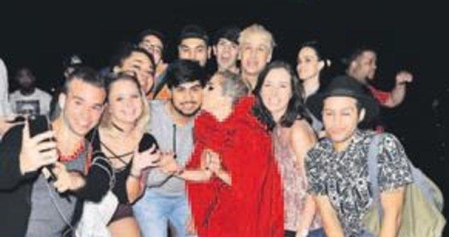Lady Gaga'dan öpücüklü hatıra