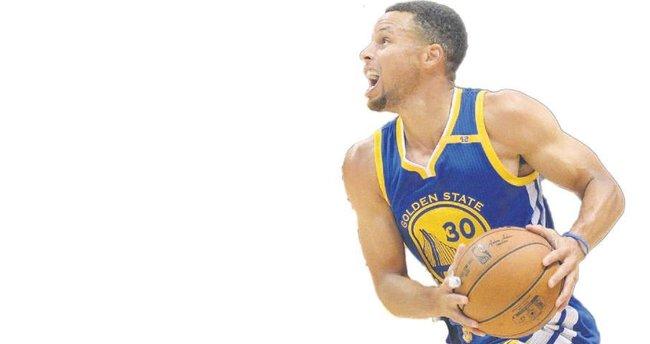Curry üçlük rekorunu kırdı