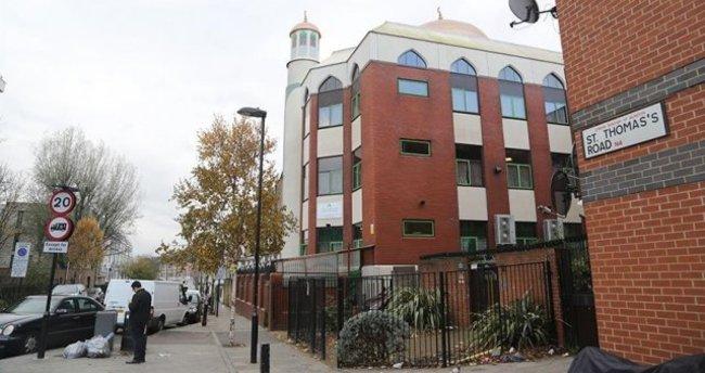 Birleşik Krallık'ta 3,5 yılda 100'den fazla camiye saldırı