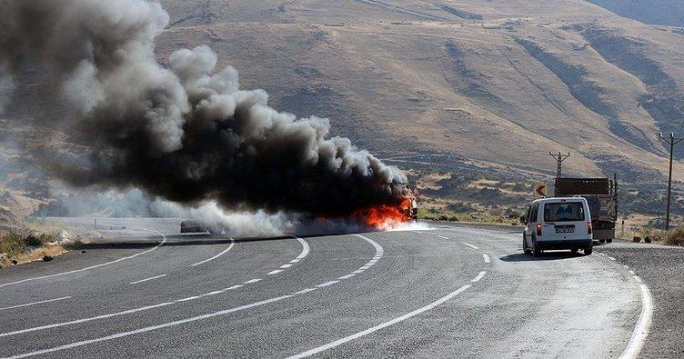 Tunceli'de PKK'lı teröristler yol kesip araç yaktı