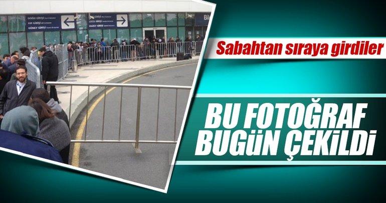 Fenerbahçeli taraftarlar dev maç için bilet sırasında!