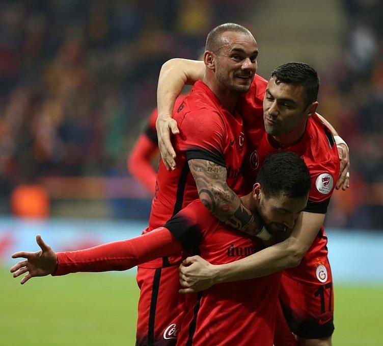 Burak Yılmaz'dan sonra Sneijder ve Podolski de...