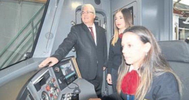 İzmir Metrosu'na 'taze kan' geldi!