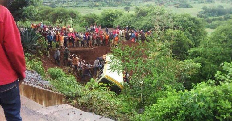 Nijerya'da iki otobüs çarpıştı: 26 ölü!