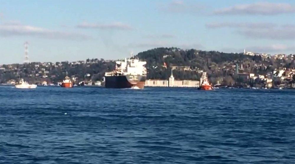 İstanbul Boğazı'nda Panama bandıralı geminin dümeni kilitlendi