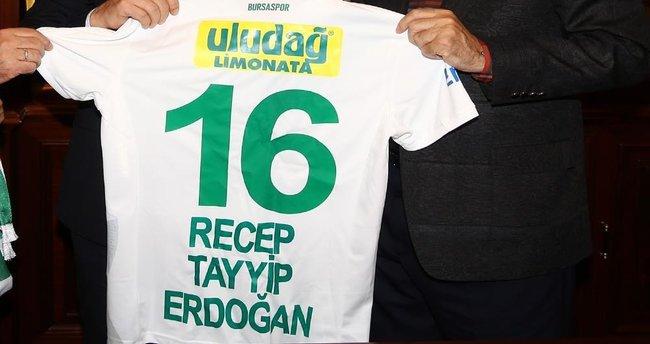 Cumhurbaşkanı Erdoğan'a 16 numaralı forma