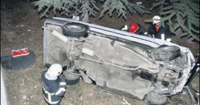 Okulun bahçesine otomobil uçtu 1 kişi yaralandı