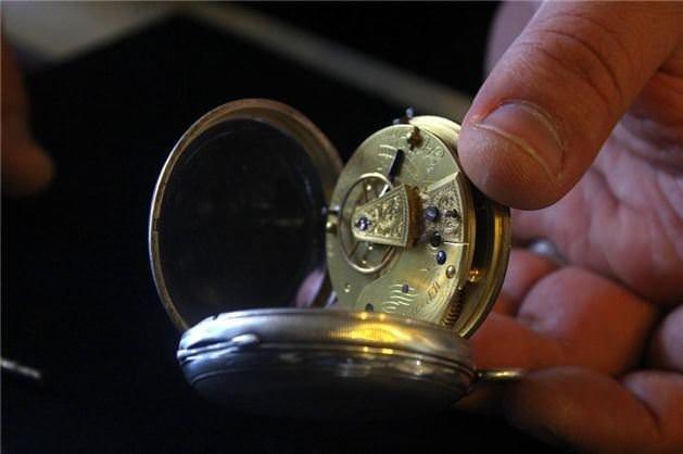 Eski saatler araba fiyatına satılıyor!
