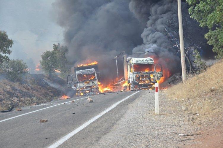 Yol kesen teröristler 3 aracı ateşe verdi