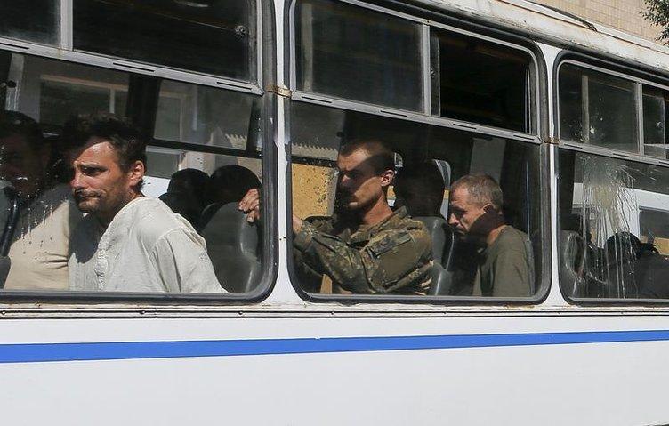 Ukraynalı askerleri Donetsk caddelerinde yürüttüler