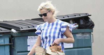 Çıplak ayaklı Reese Witherspoon