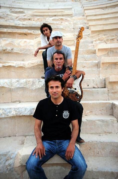 Müzik tutkunu imam rock grubu kurdu