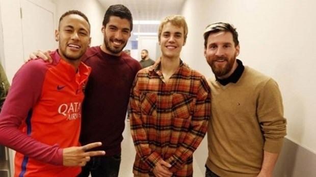 Justin Bieber Barcelonalı futbolcularla