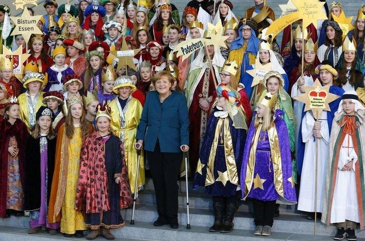 Merkel'in koltuk değnekli mesaisi