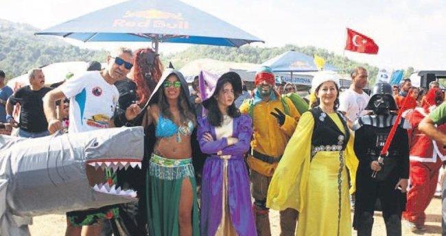 Kostümlü festival