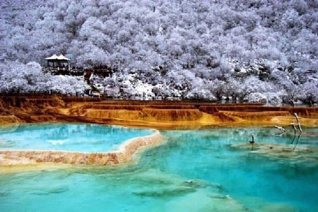 Çin'in rengarenk saklı havuzları