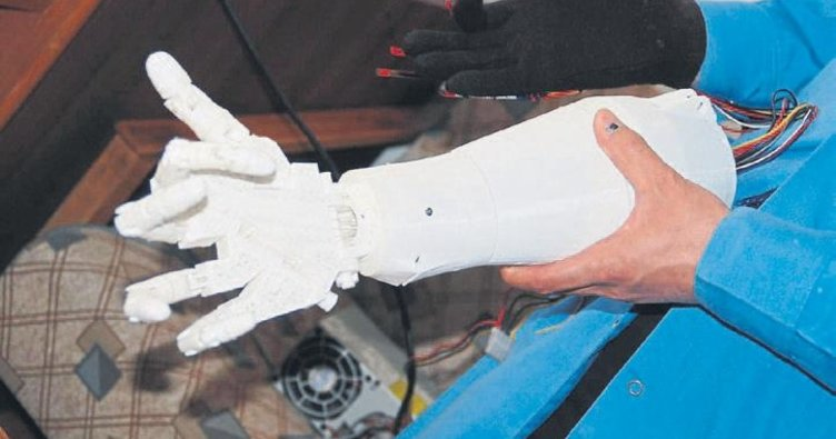 Lise öğrencileri biyonik kol yaptı
