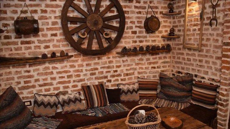 Tiran'ın müze-kafesi konuklarını tarihe götürüyor
