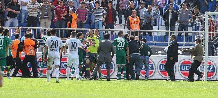 Bursasporlu kaleci Harun, Kasımpaşalı taraftarı dövdü