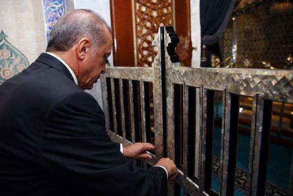 Cumhurbaşkanı Erdoğan, Eyüp Sultan Türbesi'nin restorasyondan sonraki açılışına katıldı
