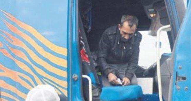 Şoförü bonzai baygını TIR'ı işçiler durdurdu