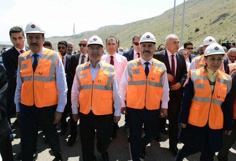 Karahan Tüneli'nden araç geçişleri başladı  .