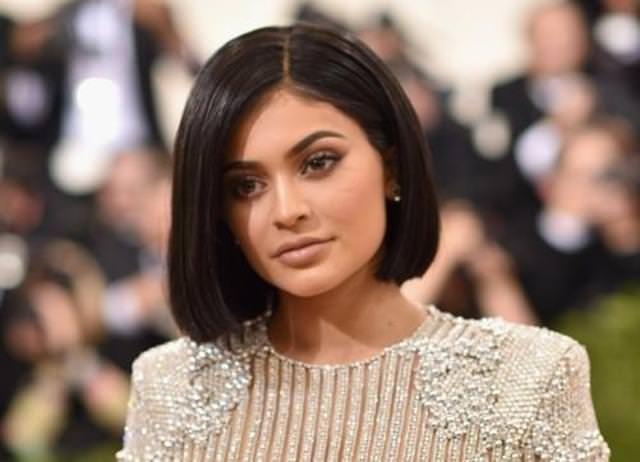 Kylie Jenner'ın giydiği elbise başına dert oldu