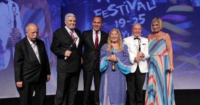 Adana Film Festivali'nde onur ödülleri sahiplerini buldu