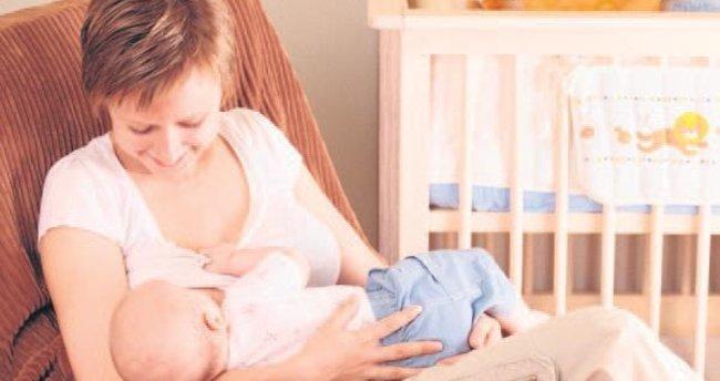 Anne ve bebeği rahatlatan doğru emzirme teknikleri
