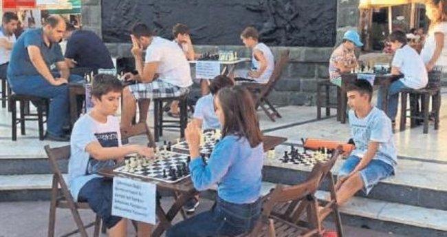 7 gün boyunca satranç oynandı