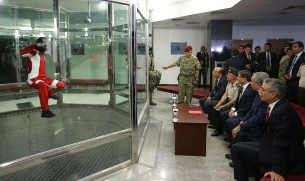 Davutoğlu'ndan Bordo Berelilere sürpriz ziyaret